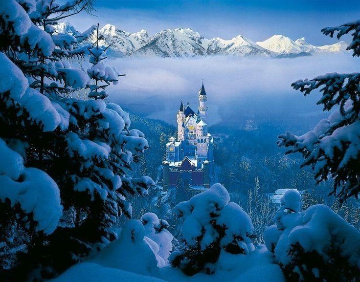 Вид на замок Нойшванштайн, Бавария, Германия #отпуск #отдых #туристическийжурнал