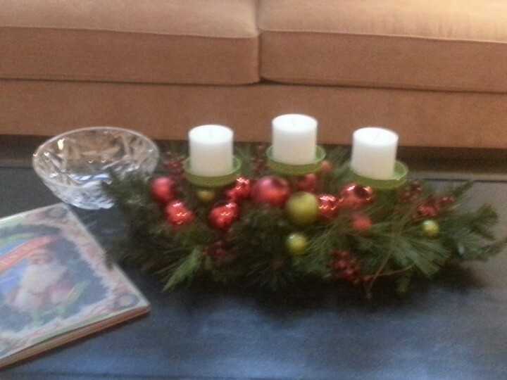 Coffee table christmas centerpiece decor ideas pinterest Coffee table centerpiece