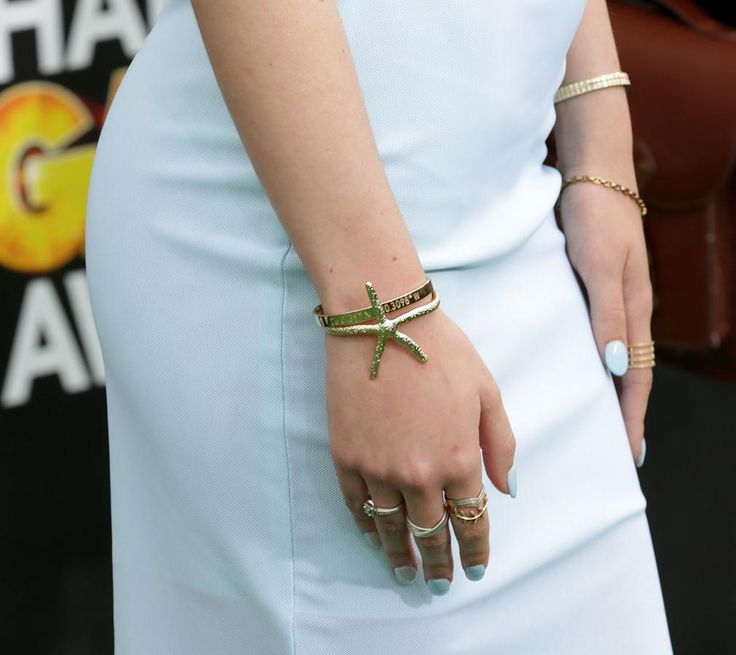 Bella Thorne jewelry at the 2014 Cartoon Network Hall of Game Awards | Trend 911
