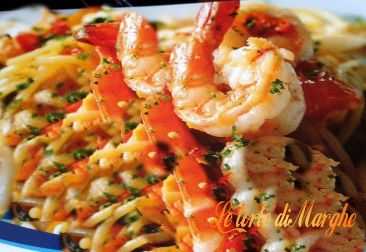Spaghetti allo scoglio e zafferano. Oggi ecco un piatto davvero saporito, facile da preparare bastano solo 15 mituti per avere un piatto saporito e gustoso.