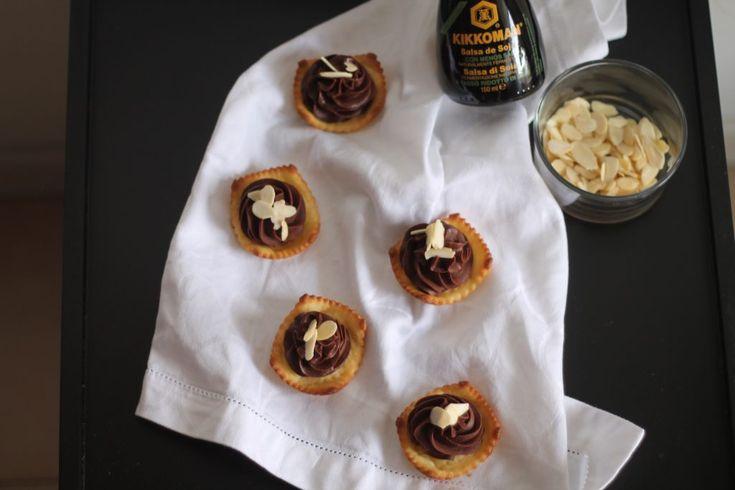 Tartellette con ganache al cioccolato e salsa di soia