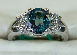 Ok, I seriously like Alexandrite as the big stone better than diamond...just need it in yellow gold!
