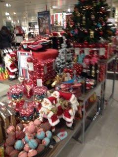 Alle kerstspullen bij elkaar, niet geordend op een logische manier, gewoon lekker rommelig.