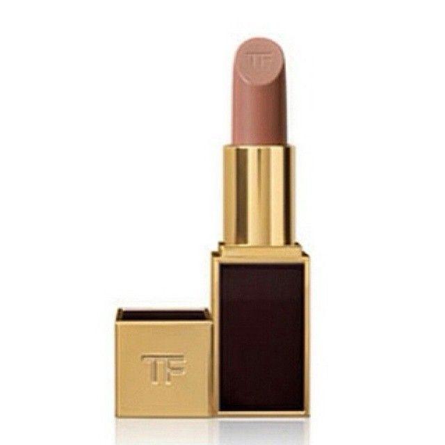 A cor do momento: batom Tom Ford, cor Sable Smoke! #tomford #lipstick #dicasdebeleza #beaute #dicasdemake #maquiagem #makeup #instabeauty #b...