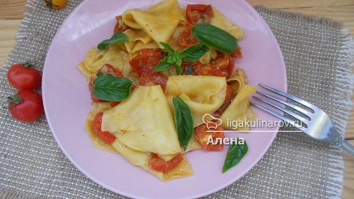Паста с соусом из помидоров черри!  Рецепт вы найдете на сайте: http://ligakulinarov.ru/recepty/pasta/pomidory/pasta-s-sousom-iz-pomidorov-cherri-103574