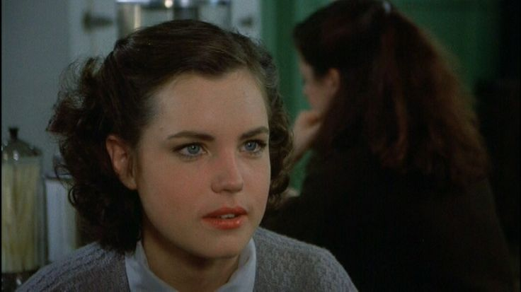 Elizabeth McGovern...she was so pretty when she was young.