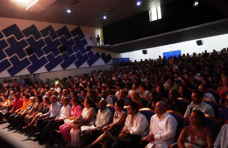 El Instituto Superior de Arte (ISA) es el principal centro de enseñanza artística en Cuba y está ubicado en el solar del antiguo Havana Country Club, lugar de recreo de las clases adineradas hasta el triunfo de la revolución en 1959.