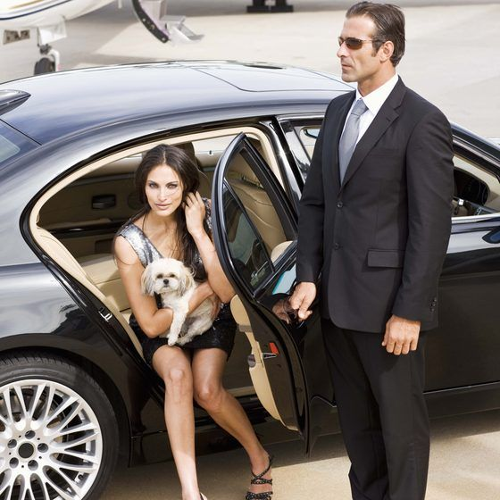 Some of the top 10 luxury hotel chains offer limousine transfers for V.I.P. customers.