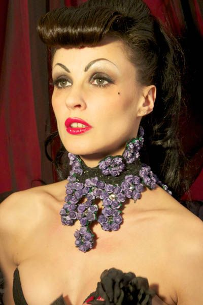 Glitter and Flowers 1/2 Posture Collar