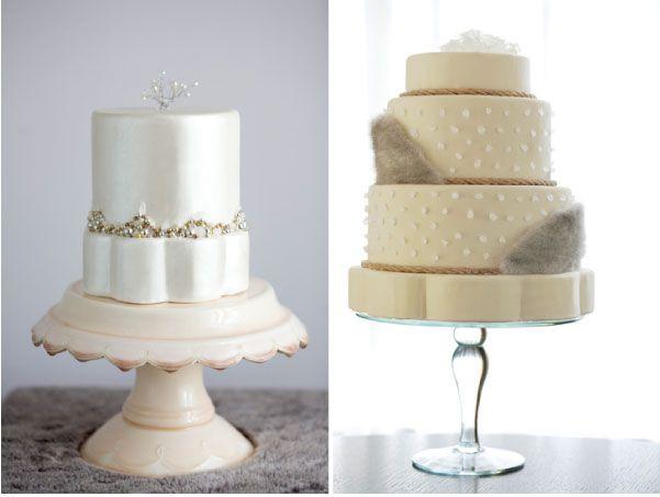 Diferentes modelos de apresentação de bolos de casamento de varios andares: suportes metálicos, de cerâmica e plástico