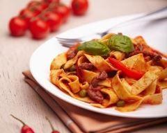 One pot pasta pimentées aux poivrons http://www.cuisineaz.com/recettes/brochettes-de-porc-pimentees-8670.aspx