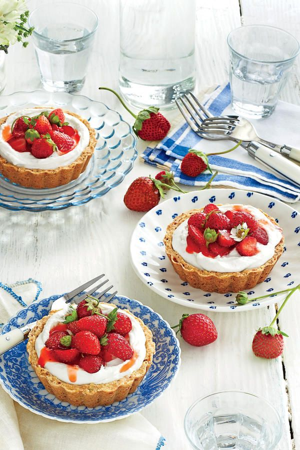 May 2016 Recipes: Mini Strawberry Tarts