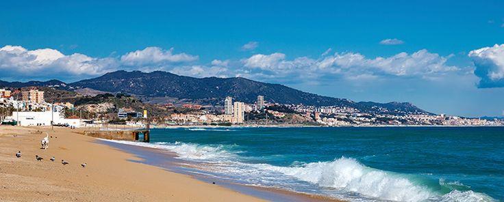 Vivir en Badalona es poder disfrutar de nueve playas de aguas límpidas y arena…