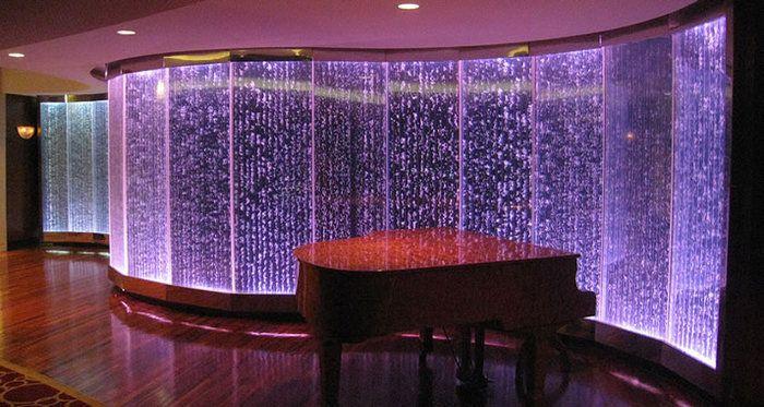 Сегодня для зонирования помещения все чаще применяют стеклянные стены - в интерьере квартиры или дом...
