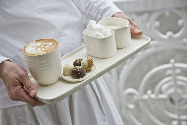 Tea-time will be most enjoyable with these elegant coffee and tea accessories. The rectangular platter range is also suitable for snacks and starters. The sugar bowls and jugs will add style to any corporate hospitality environment.
