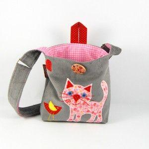 Szara torebka z kotkiem