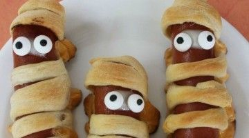 Raaaaaaaaaawrrrrr! Jaag iedereen de stuipen op het lijf met deze overheerlijke Mummy Hot dogs!