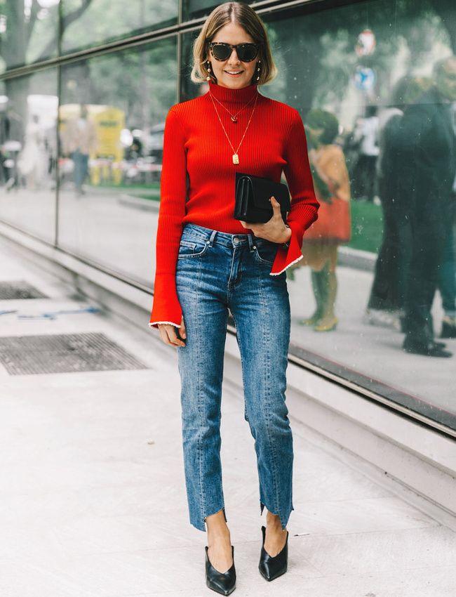 Rien de tel qu'un jean 7/8 légèrement neige pour twister le duo rouge et noir (photo Vogue Espagne)