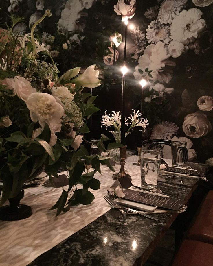 Omg dying over the decor in here! Bravo @minted and bravo @finca_slc I bow down to the beauty in this room  that wallpaper  #altminted2016 #AltWinter2016 #blackandwhite #flowers #altsummitwinter2016 #SaltLakeCity #SLC #restaurantdesign #restaurant