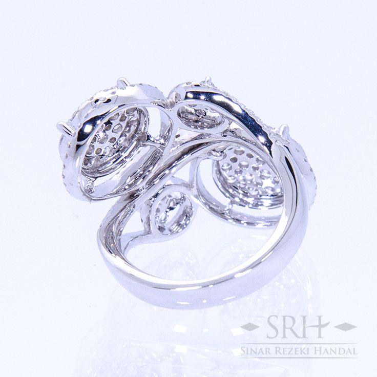 23467 18Karat White Gold Weight 9.40 gr Ring Size 12.50 1.556 Total Carat = 228 Rounds Diamond
