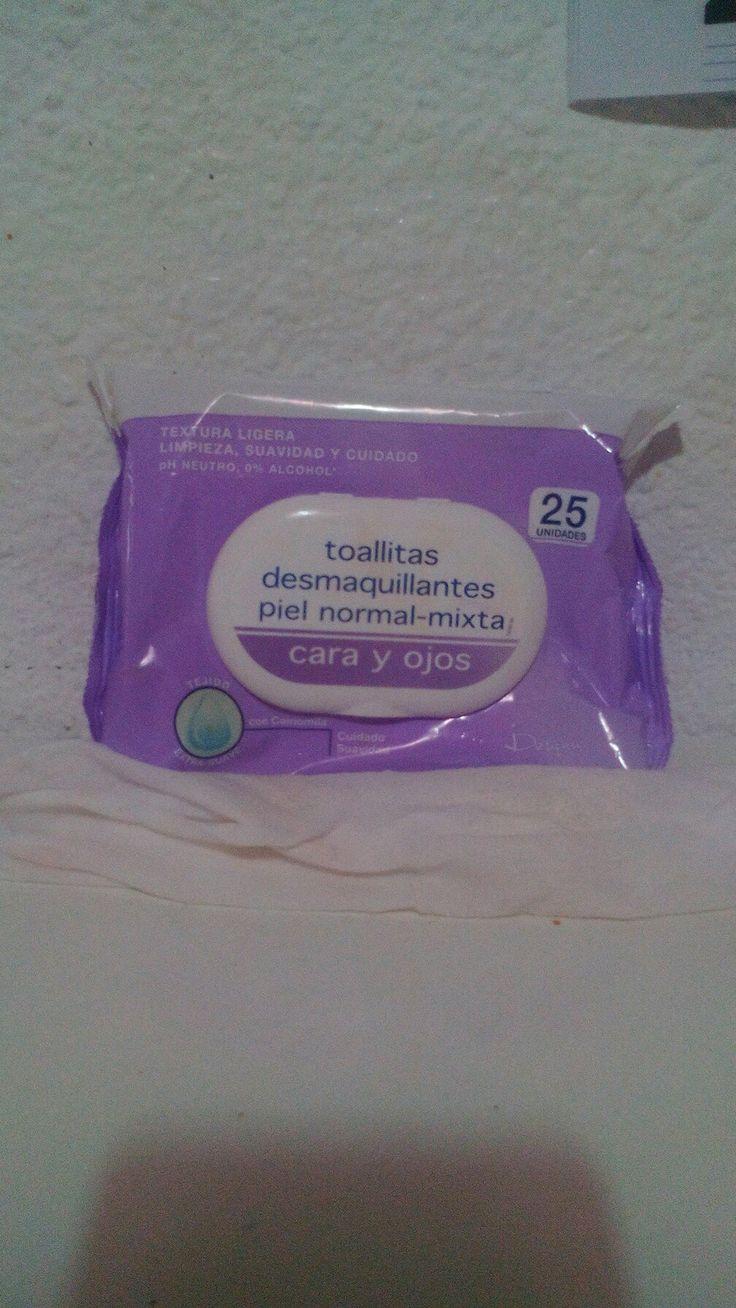 Quitate el maquillaje con toallitas desmaquilladoras NO con toallidtas normales