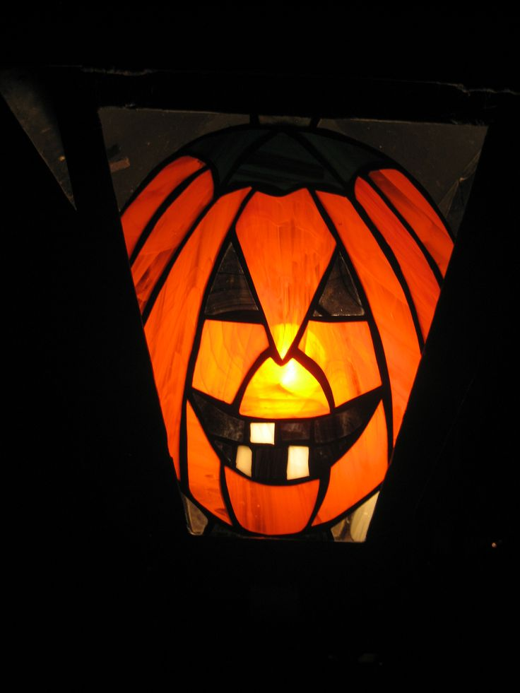 2e vitrail dans le même lampadaire que la sorcière