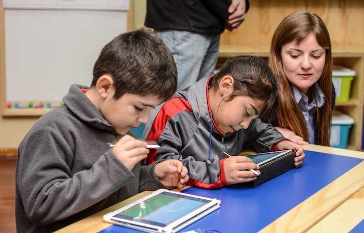 La nueva sala de clases está enfocada a presentar dispositivos conectados que permiten acercar la tecnología y contenidos de una forma más visual y sencillo.