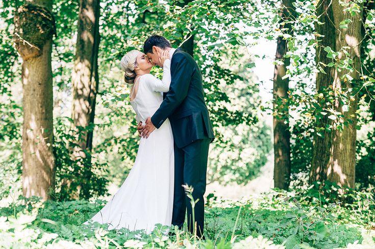 Wedding shot made in Dolný Kubín during very hot day, but we did find a shade uder the trees and createn some nice shots/ svadobná fotografia vytvorená v Dolnom Kubíne počas horúceho dňa. Nakoniec sa nám ale podarilo nájsť nejaký tieň a vytvorili sme sériu pekných fotografií.