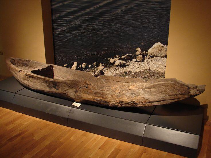 Лодка-однодеревка. XIII-XIV вв. н.э. Варна. Dugout boat. 13th-14th c. AD. Varna.