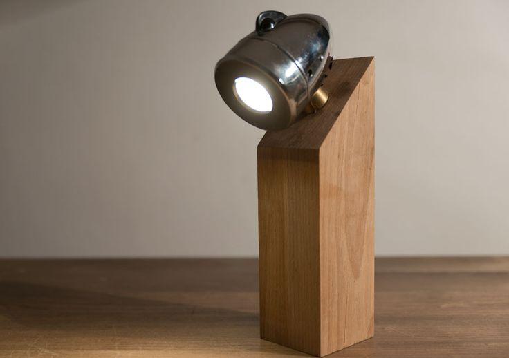 Fratele mai mare a lămpii Mignon Pinion, lampa Mignon capătă o formă mai solidă datorită lemnului de fag masiv.  Materiale: lemn de fag, far semnalizare de motocicleta  Tip bec: LED Philips 35W