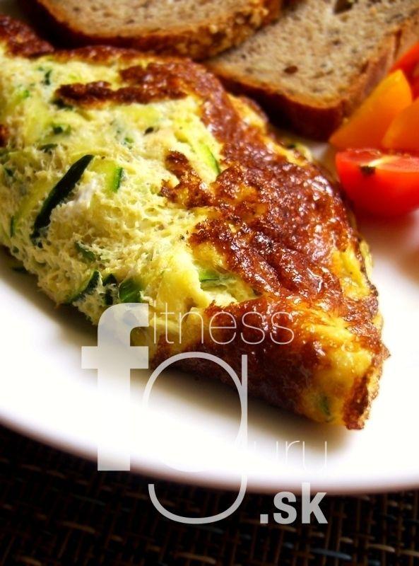 Omeleta s kuracím mäsom a cukinou