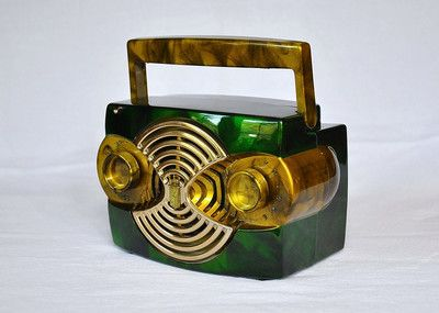 "1953 Zenith ""owl"" bakelite radio. #vintageaudio #radio #artdeco http://www.pinterest.com/TheHitman14/ghosts-of-audios-past/"