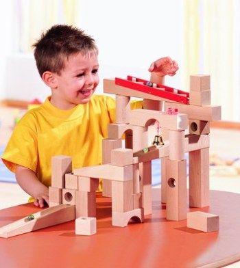 bermain mainan kayu #unik #lucu #kreatif #bingkai #kerajinan #craft #crossbond #kayu #bambu #woodworker #wooden #wood #bioindustries #lemkayu #perekatan #adhesive #plywood #meja #mebel #furniture #laminasi #konstruksi