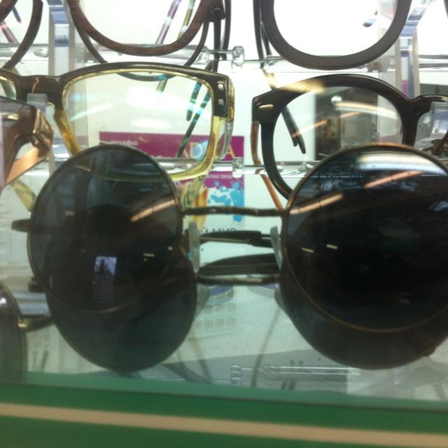 Lennon glasses :<