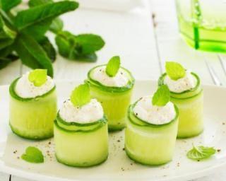 Roulés de concombre au chèvre à la menthe pour cuisiner avec ses enfants : http://www.fourchette-et-bikini.fr/recettes/recettes-minceur/roules-de-concombre-au-chevre-la-menthe-pour-cuisiner-avec-ses-enfants