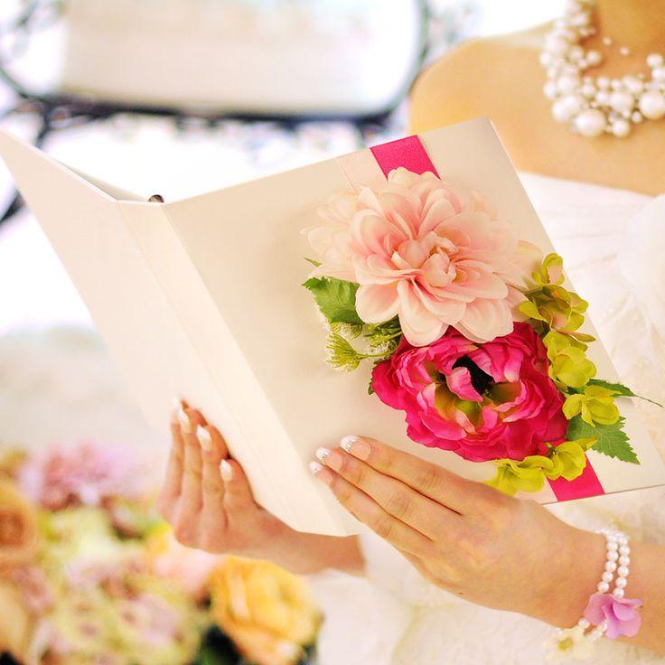 読んでる姿まで乙女すぎ!こんなに可愛い『花嫁の手紙』があるって知ってた??にて紹介している画像