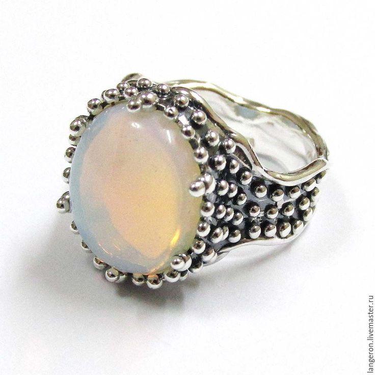 """Купить Кольцо """"Кудесник"""". Серебро 925 пробы. Натуральный белый опал. - кольцо, кольцо с камнем"""