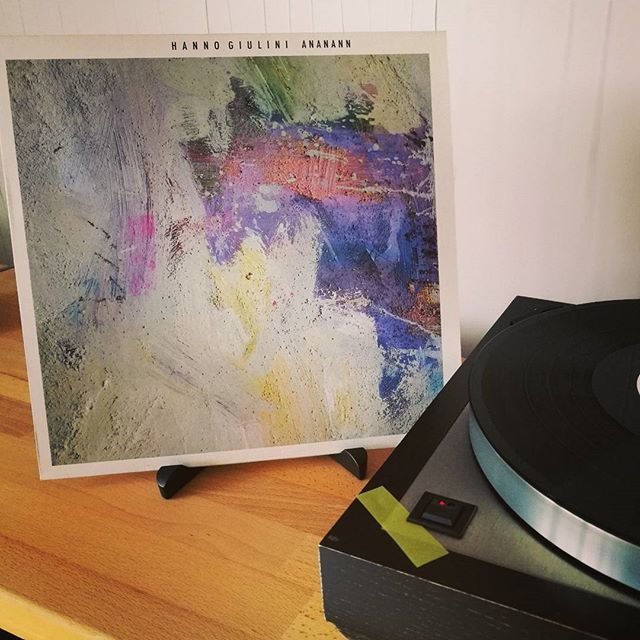 First record in 2018 is playing: ANANANN from guitarrust Hanno Giulini. Analog recording from 1987, sounds well, a wonderful instrumental work to start slowly in the new year.  #hannogiulini #ananann #targorecords #instrumenalmusic #instrumentalmusic #analogliebhaber #analogproduction #analogue #analoguerocks #vinyljunkie #vinyl #schallplatte #firstrecord2018 #smartphonephotographer #wonderfulsound #tonstudioheidelberg #slowlystart #newyearsstart #firstdayof2018 #firstday #2018 #warmsound