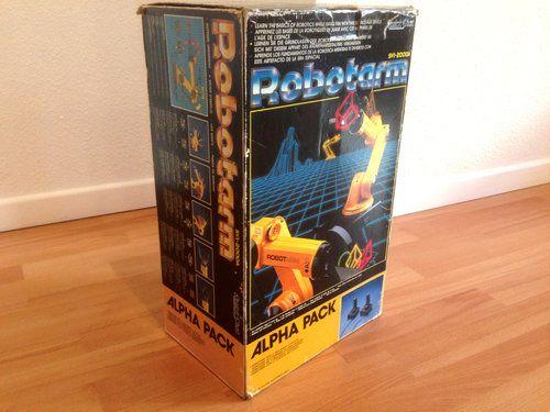Samedi Rétro : 1986, ce bras robotisé se maniait avec deux joysticks (TomsHardware)