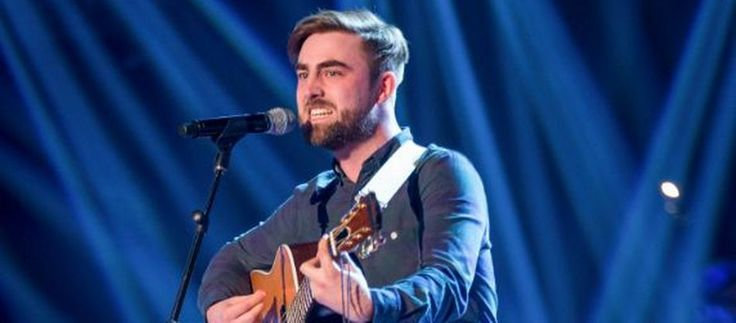 Howard triumphed in tonight's knockout rounds of The Voice after belting out a punchy rendition of Creedence Clearwater Revival's Proud Mary