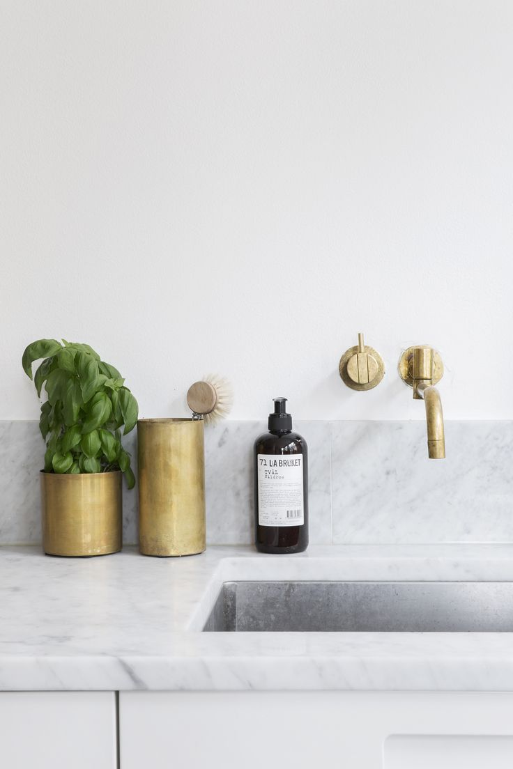 interiors, kitchen, marble, brass fixtures, brass containers