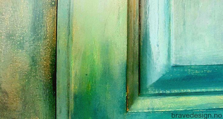 Nytt kjøkken med kalkmaling! Vintro kalkmaling fester på alle slags overflater og kan brukes direkte på alle typer materialer, uten sliping og pussing på forhånd. Se for mer inspirasjon og bilder!  #kalkmaling #vintrokalkmaling #kjøkken #oppussing #kjøkkeninnredning #chalkpaint # #kitchen