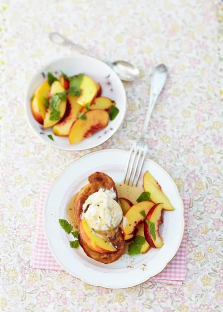 Rezept: French Toast mit Pfirsichsalat - [LIVING AT HOME]