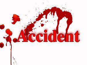 आंध्र प्रदेश के चित्तूर जिले में पिलेर के निकट कल देर रात राज्य सडक परिवहन निगम की
