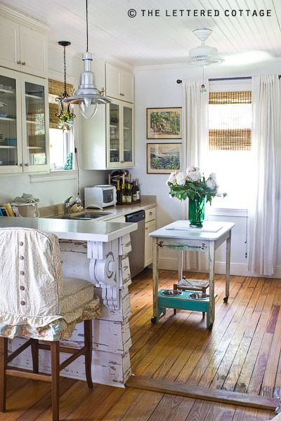 cottage kitchen. Love the flooring.Decor, Ideas, Cottages Kitchens, Kitchens Design, Small Kitchens, Breakfast Bar, Dogs Bowls, Little Kitchens, Tybee Islands