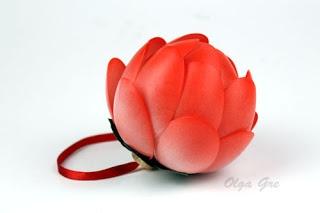 цветок из пластиковых ложек на елку