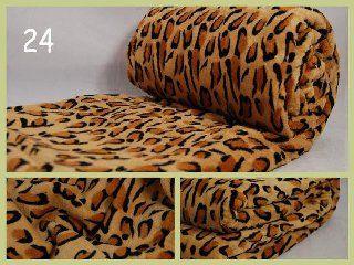 Deky hnědé barvy jako přikrývka na gauč s motivem leoparda