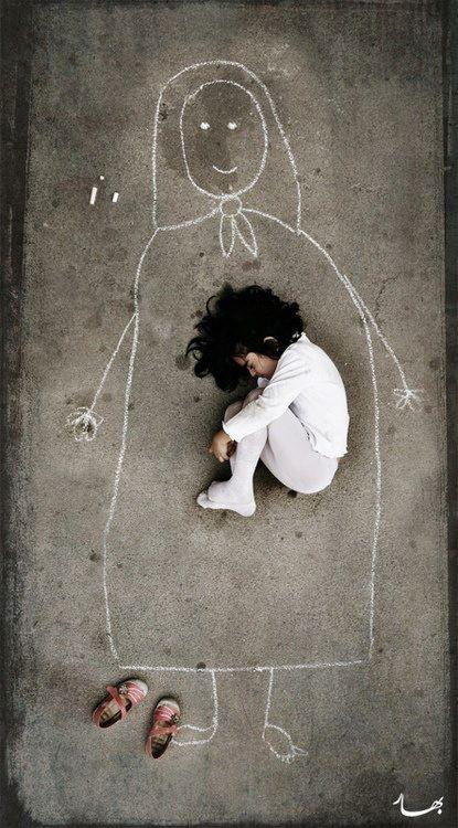 È più facile far uscire un figlio dalla madre, che la madre dal figlio.