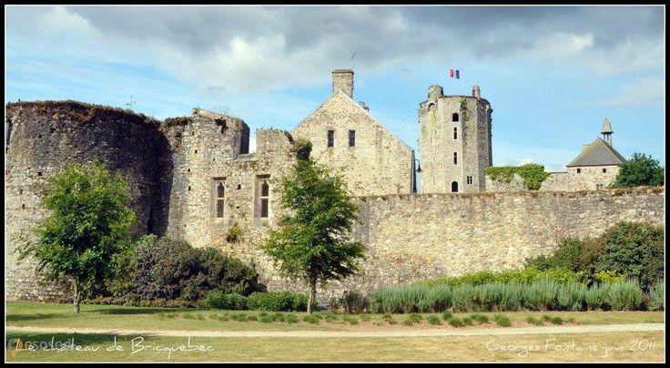Замок Брикебек – #Франция #Нижняя_Нормандия (#FR_P) Руины старинного замка и отель в замке 16 века. Очень симпатичное место для отдыха. http://ru.esosedi.org/FR/P/1000445970/zamok_brikebek/