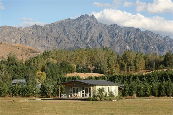 Queenstown Holiday Home accommodation. Crystal Cottage - Beautiful Setting!